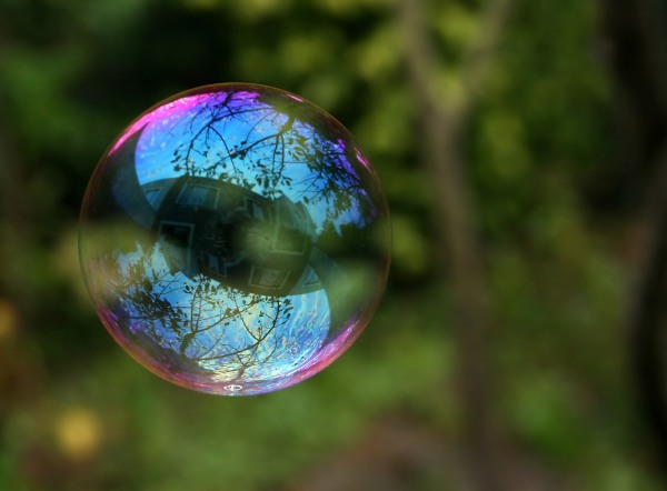 Reflection_in_a_soap_bubble_edit
